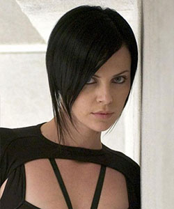 Charlize Theron as aeon flux with short hair and black hair color