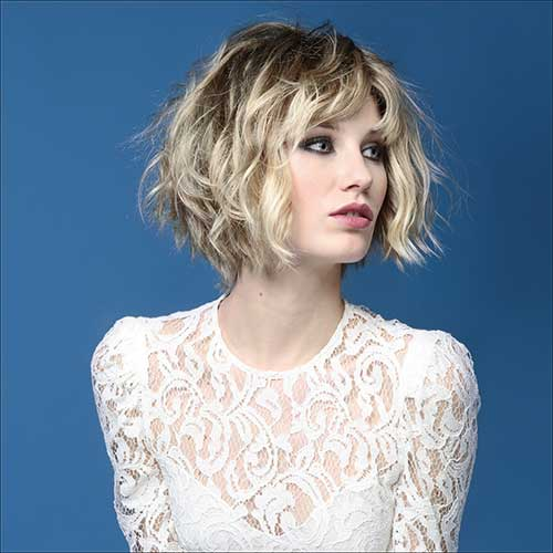 tousled wavy bob hairstyle in choppy look