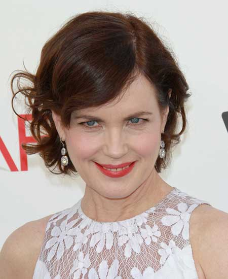 Elizabeth McGovern, side part with added waves