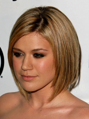 Kelly Clarkson With Short Hair
