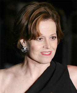 sigourney weaver stylish short bob