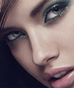 model with green color eyeliner