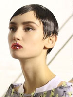 dior model with pixie haircut