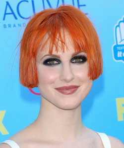 hayley williams from August 2013 with short pageboy or bob hairstyle - teen choice award