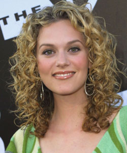 Hilarie Burton with curly hair