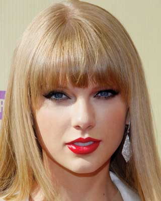 taylor swift with long blunt bangs