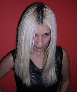 model with long blonde hair showing her grown out hair