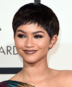 Zendaya with very short wig