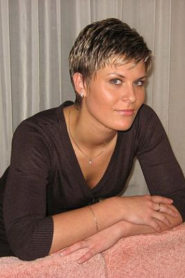 very short hair styles women