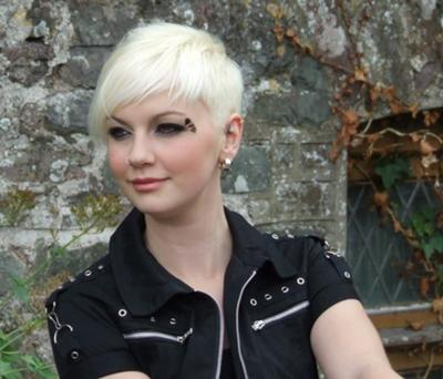 Site Blogspot  Trendy Short Hairstyles on Trendy Blonde White Short Haircuts