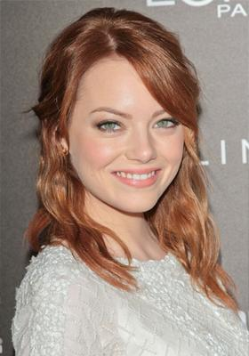Cool pale skin with green eyes - Red hair - Emma Stone