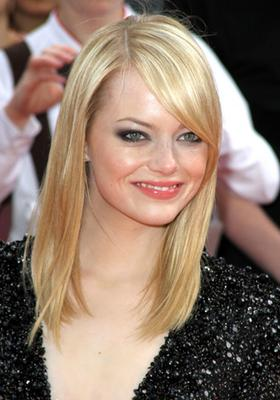 Pale skin with green eyes - Blonde hair - Emma Stone
