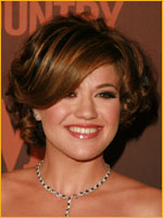 kelly clarkson with short hair and side bangs